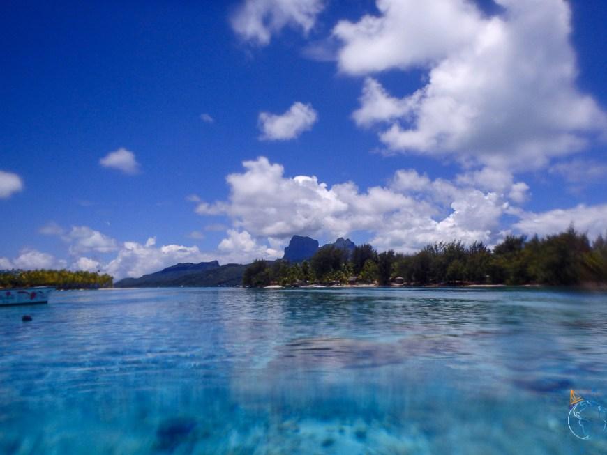 Bora Bora vue du spot de snorkeling à l'ouest.