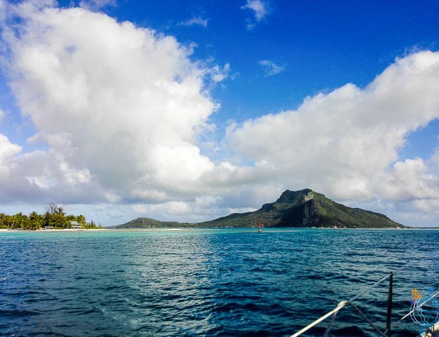 Le lagon et la montagne de Maupiti une fois entrés dans la passe.