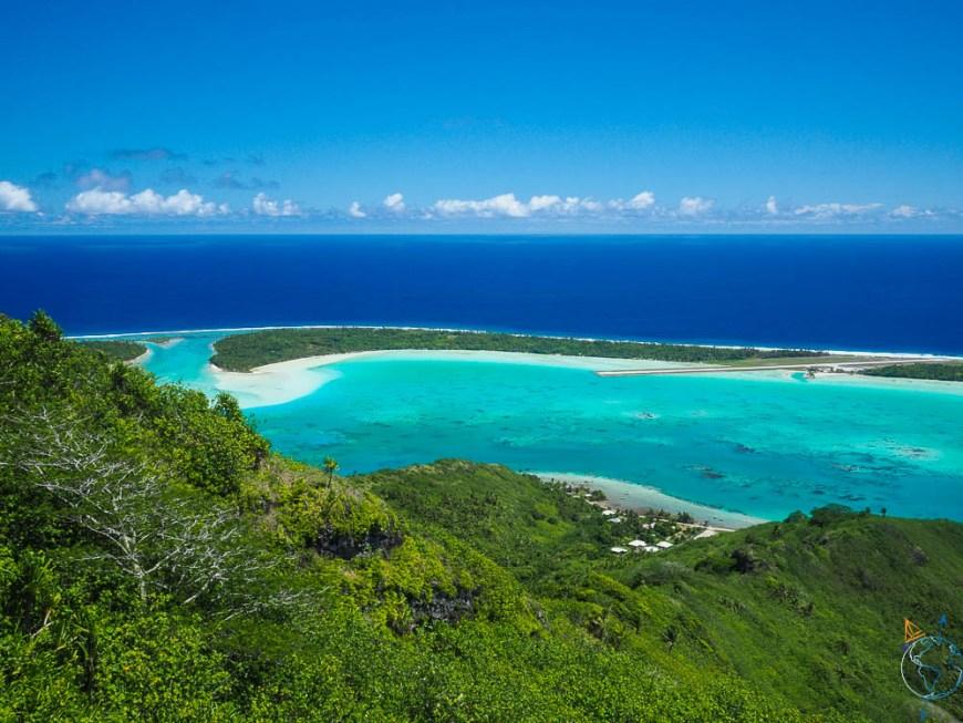 Le nord du motu Tuanai et l'aéroport de Maupiti, en Polynésie française.