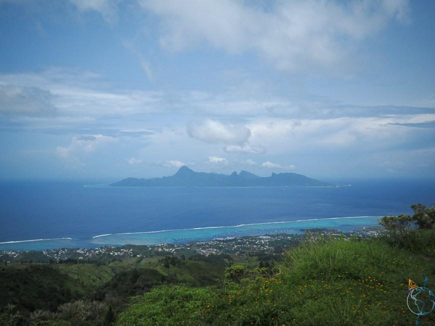 Point de vue sur Moorea à l'ouest de l'île de Tahiti.