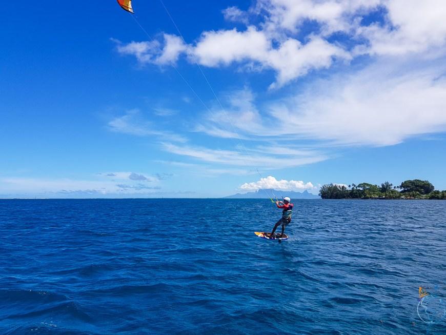 Foil sur le lagon de Tahiti, au sud-ouest de l'île.