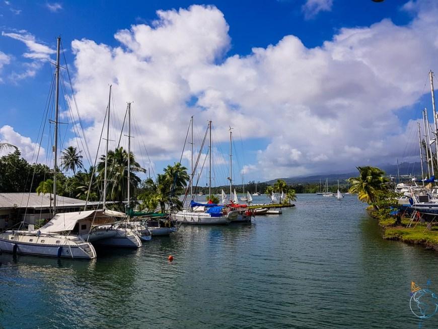L'entrée de la marina de Taravao sur l'île de Tahiti.