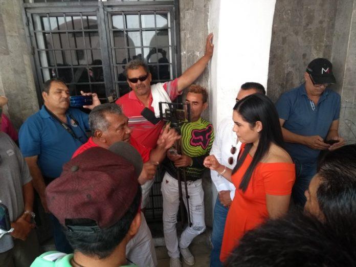Exigen pescadores a Indira Vizcaíno, se respeten acuerdos sobre su actividad