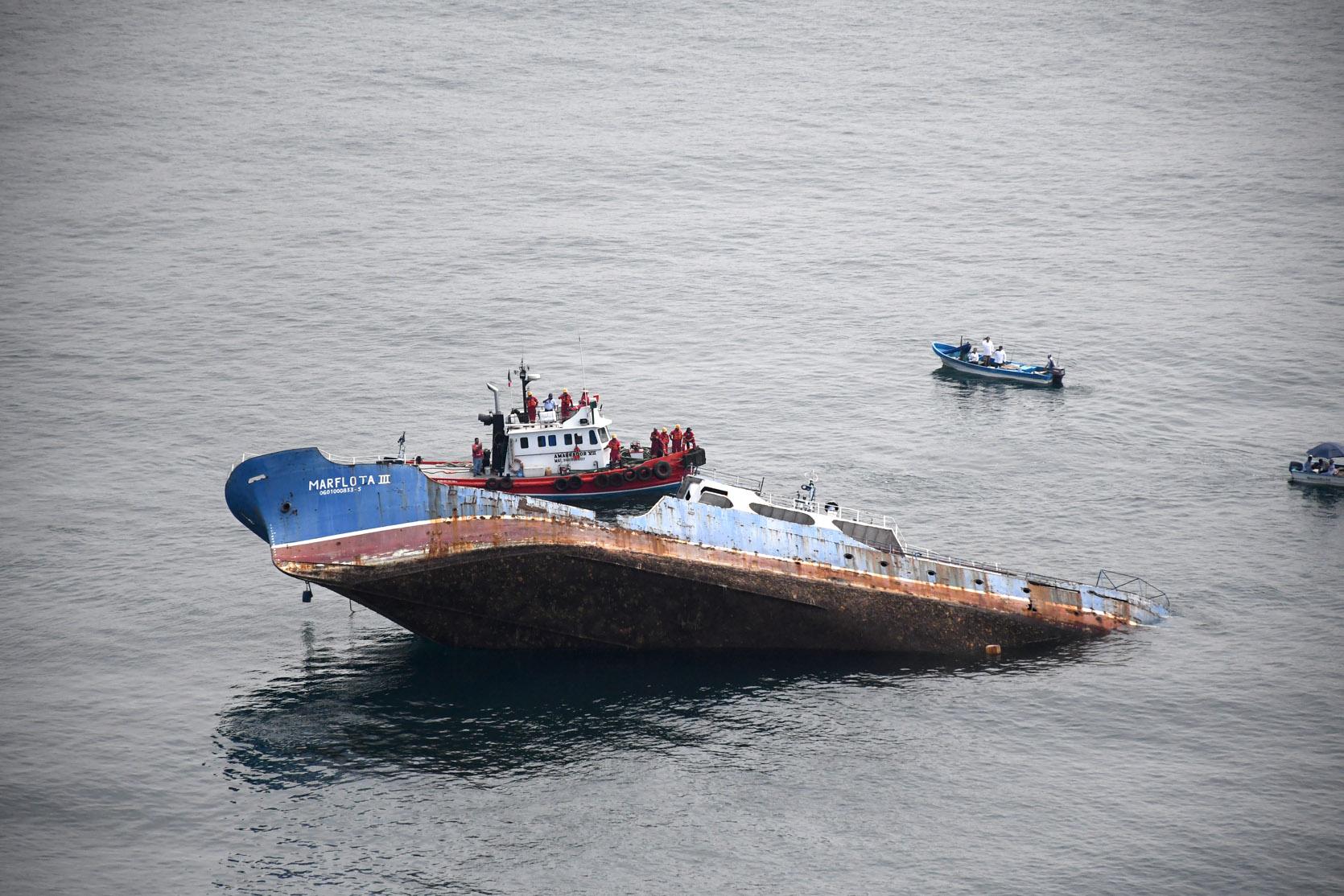 """Se hunde el buque """"Marflota III""""  en costas de Manzanillo"""