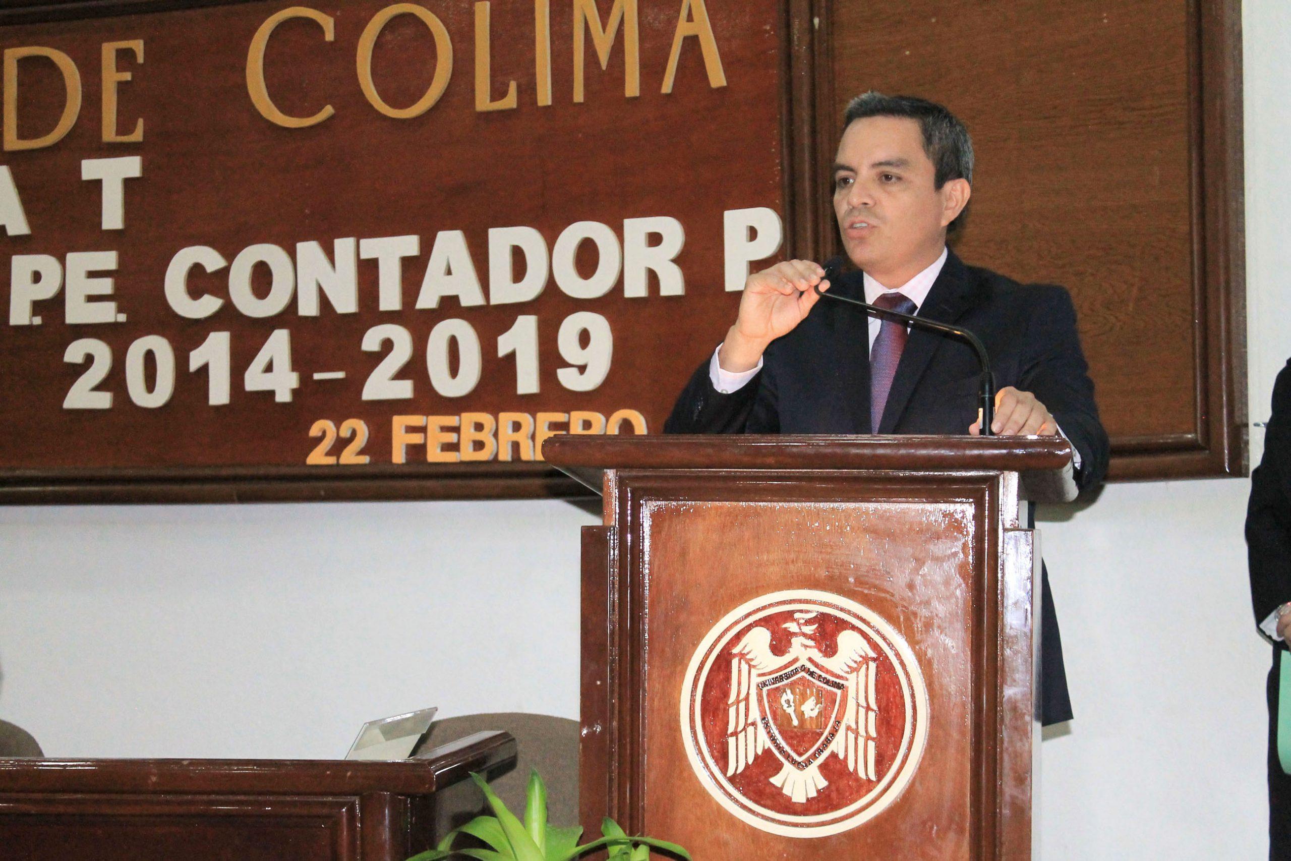 Este lunes, Christian Torres toma posesión de la rectoría en la UCOL
