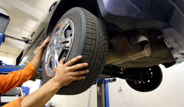 """<span class=""""entry-title-primary"""">Estepe</span> <span class=""""entry-subtitle"""">Cuide do pneu reserva do seu carro</span>"""