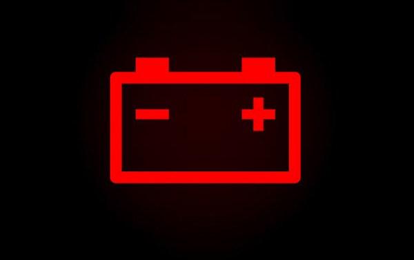 Luz da bateria acesa no painel do carro