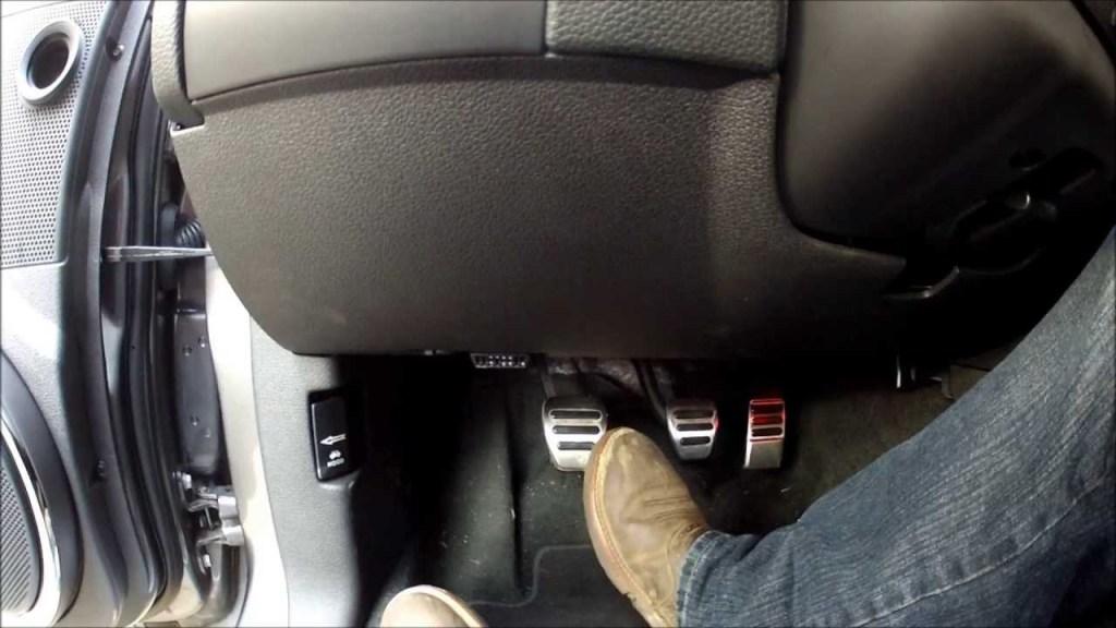 Sinais que indicam o estado da embreagem do seu carro