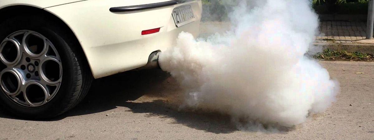 """<span class=""""entry-title-primary"""">Retífica X Carro Fumando – O que está acontecendo?</span> <span class=""""entry-subtitle"""">Fumaça pode ser sinal de problema sério no motor</span>"""