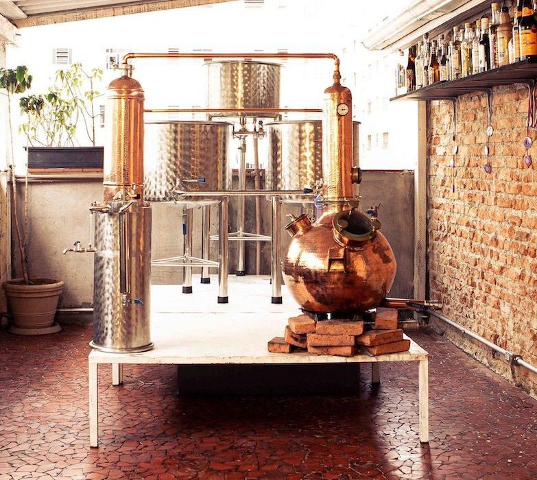 Destilaria montada em casa para fazer cachaça