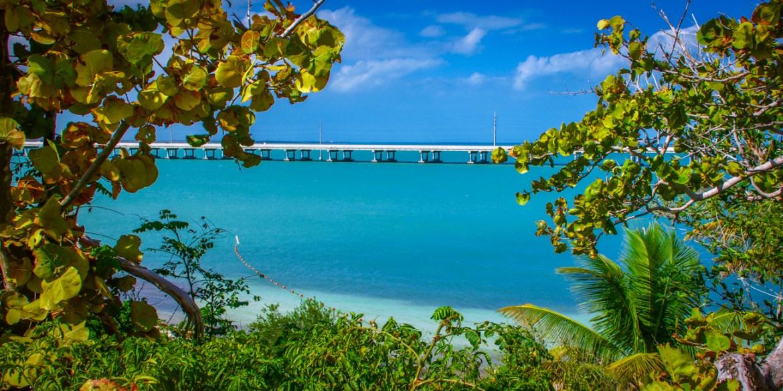 Uma das dezenas de pontes que ligam as ilhas da Flórida Keys.