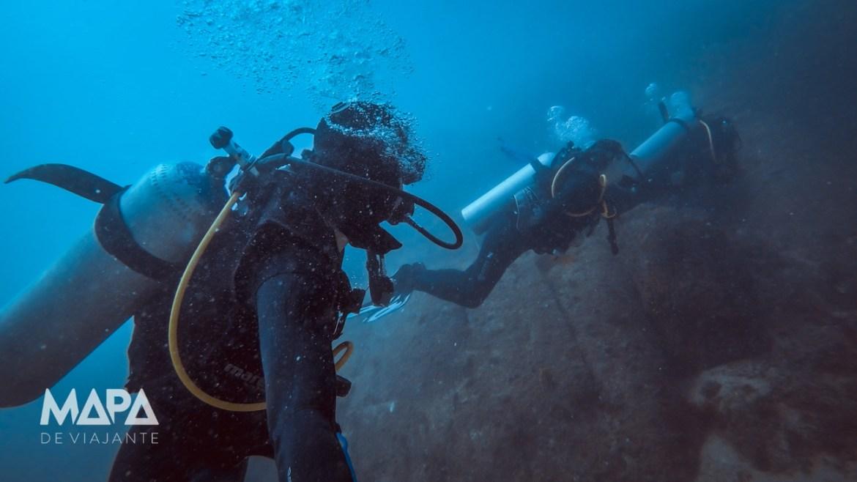 Mergulho em trio na Ilha dos Porcos em Arraial