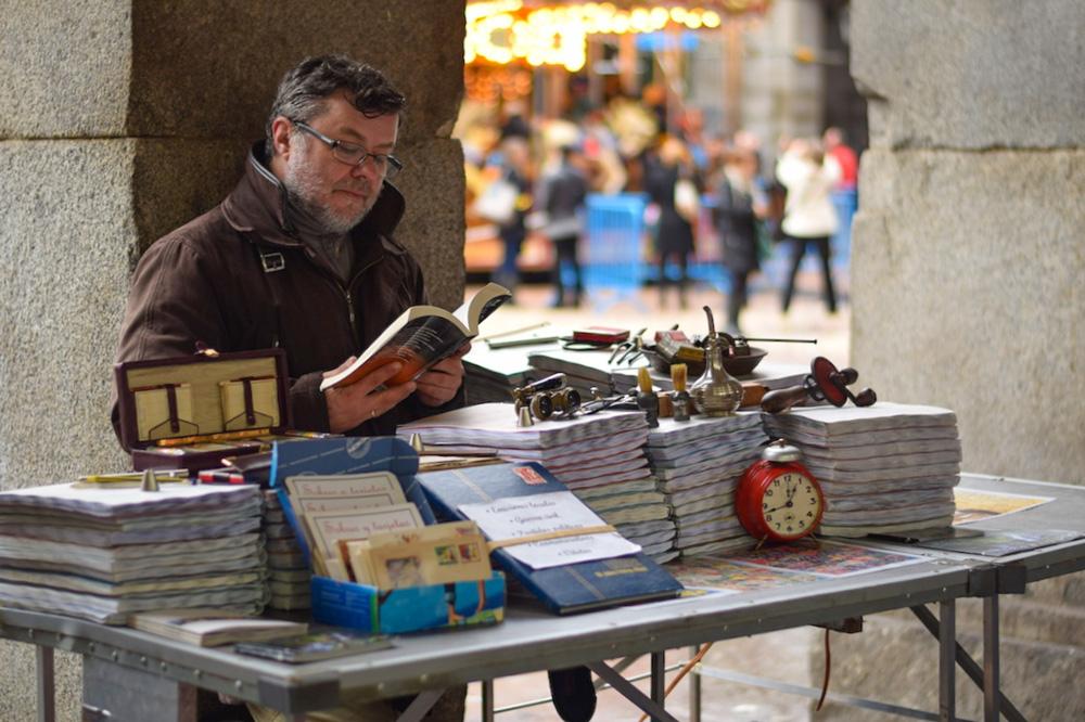 Portraits-of-Madrid-Flea-Market-Vendor-1000px-opt