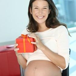 Пять лучших подарков для будущей мамы