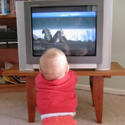 Что делать, если ребенка не оторвать от ТВ?