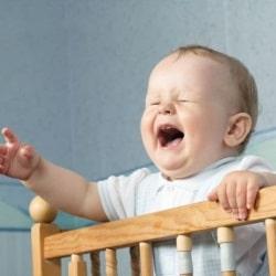 Как приучить ребенка спать в кроватке? Советы детского психолога