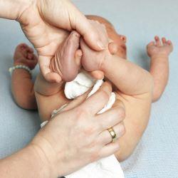 Переноска для новорожденных: что лучше кенгуру или слинг? Как правильно выбрать слинг