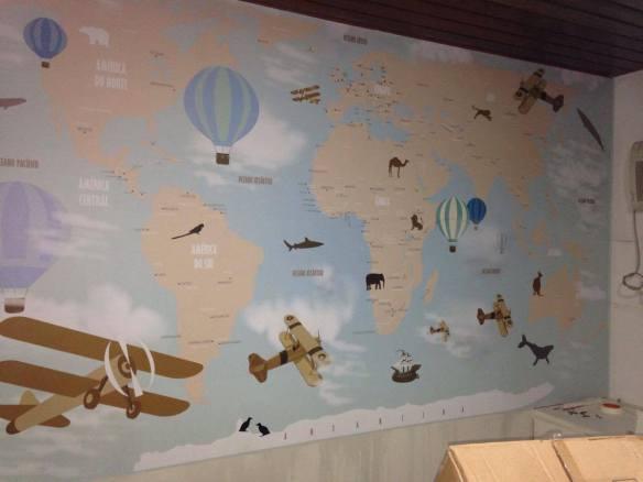 mapa mundi papel de parede aplicado
