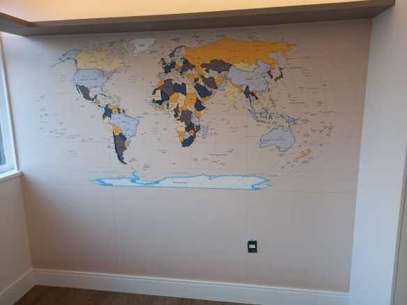 papel de parede mapa mundi decorativo modelo 22-A5 aplicado.