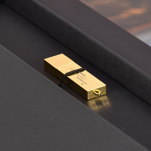 Gold Memories flash drive