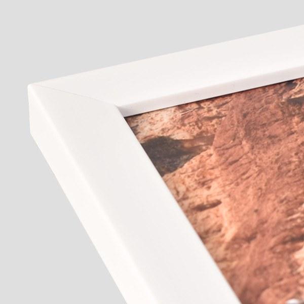 Freedom white frame corner