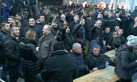 Protesta vazhdon  PD mbledh kryesinë për hapat në vazhdim