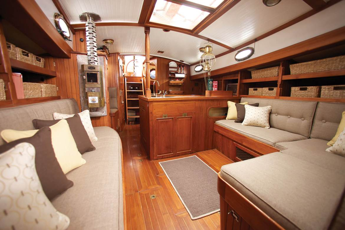 sailboat-cabin-seating