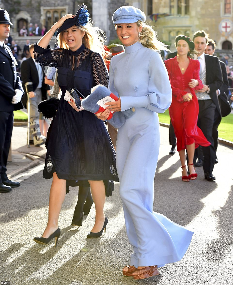 4981432-6268613-Prince_Harry_s_former_girlfriend_Chelsy_Davy_arrived_with_Lady_M-m-27_1539334757456