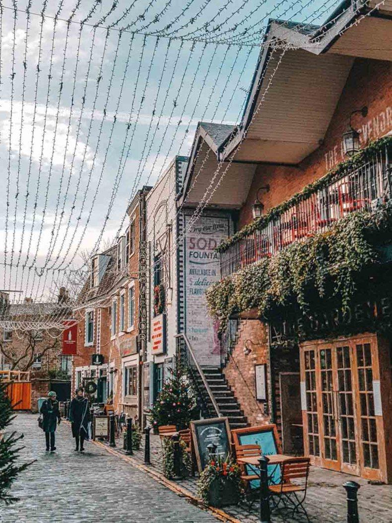 Het straatje Ashton Lane in Glasgow - Map of Joy
