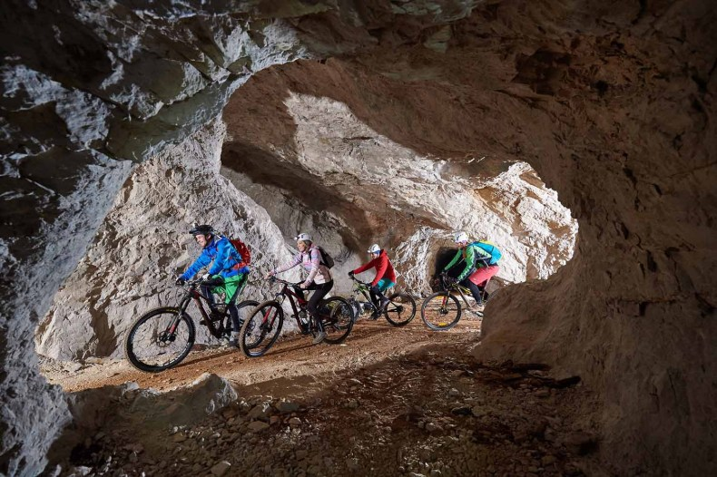 6x wandelen, fietsen of kajakken in de mooiste grotten van Slovenië, Krizna Jama grotten, fietsen - Map of Joy