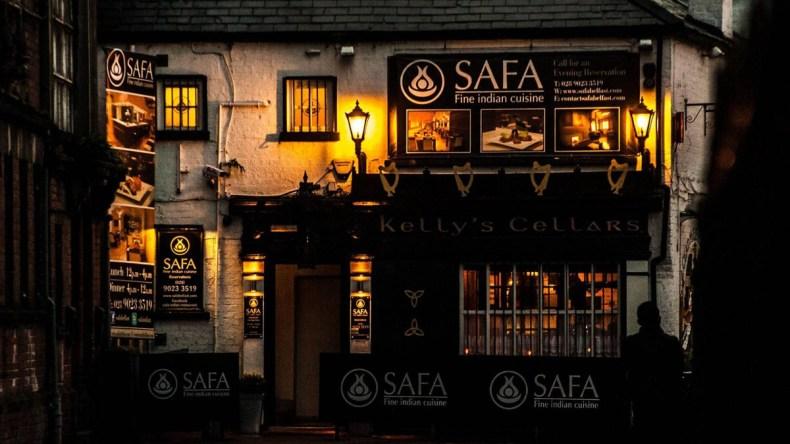 5x de leukste, traditionele pubs in Belfast [met livemuziek], Kelly's Cellars - Map of Joy