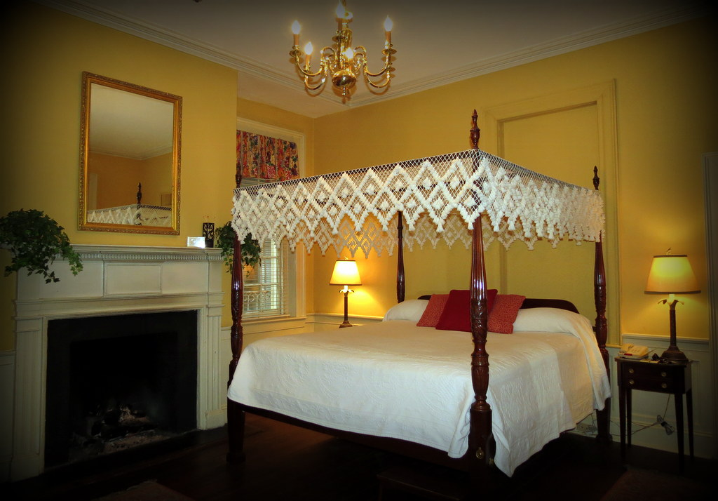 Four poster canopy bed!