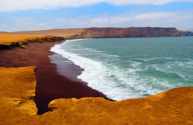 Playa Roja. Paracas National Reserve.