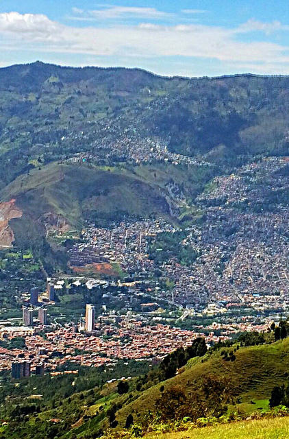 Today Medellin is the most vibrant and innovative city in South America. From the mountains that surround the capital of Antioquia you can see how the Medellín River runs parallel to the Metro, which connects various parts of the city.