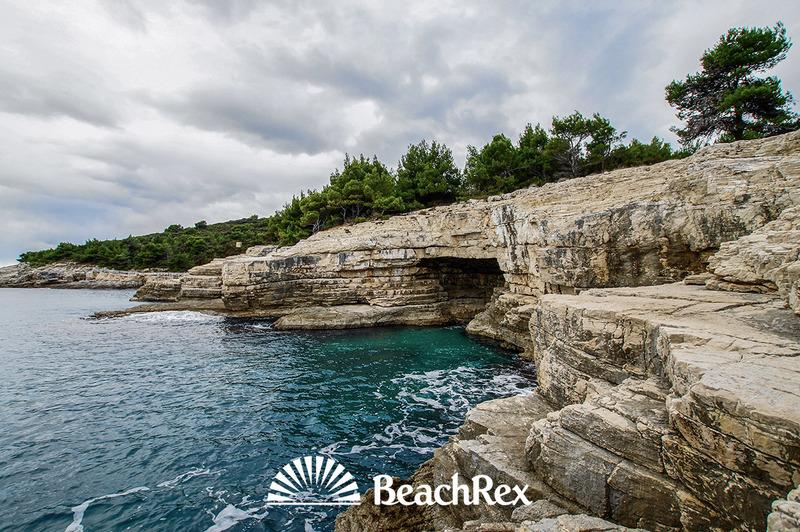 Located in the Croatian town of Pula, Galebove stijene translates to Seagulls' walls.