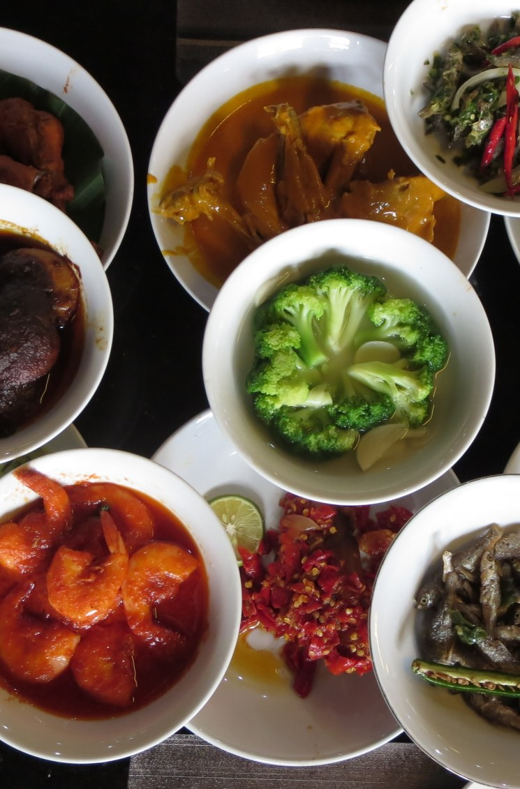 When in Indonesia, one of the most popular things to enjoy is the cuisine. Jakarta has a diverse range of food options available, and cuisine from all over the archipelago comes together to offer travelers the highest quality Indonesian food.