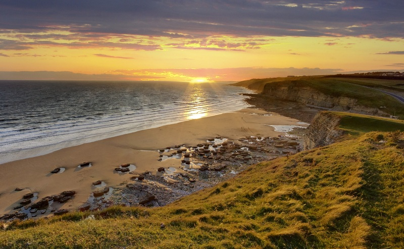 The rugged coastline here is a mix of dramatic cliffs, and seaside villages just waiting to be explored.
