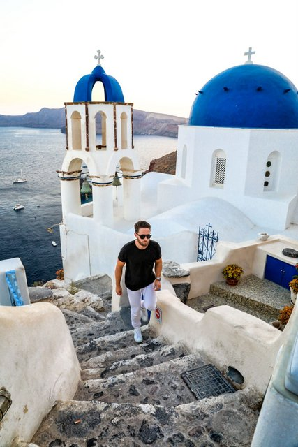 Travel Guide to Santorini