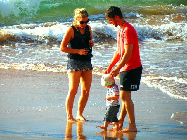 Beach family Em & Nate