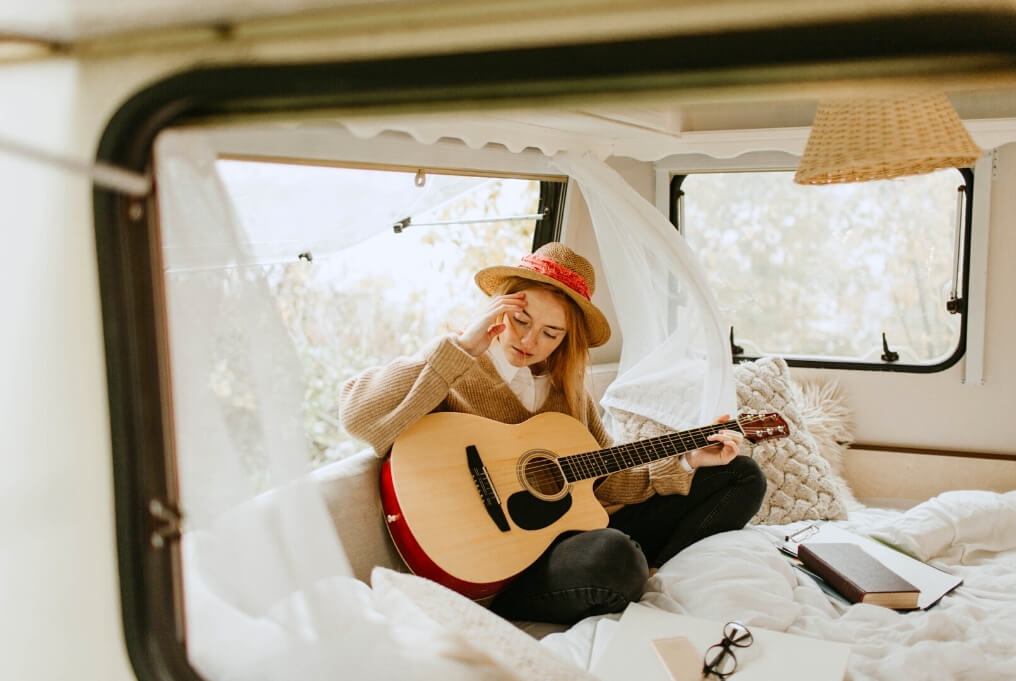 Travel musician female girl guitar RF