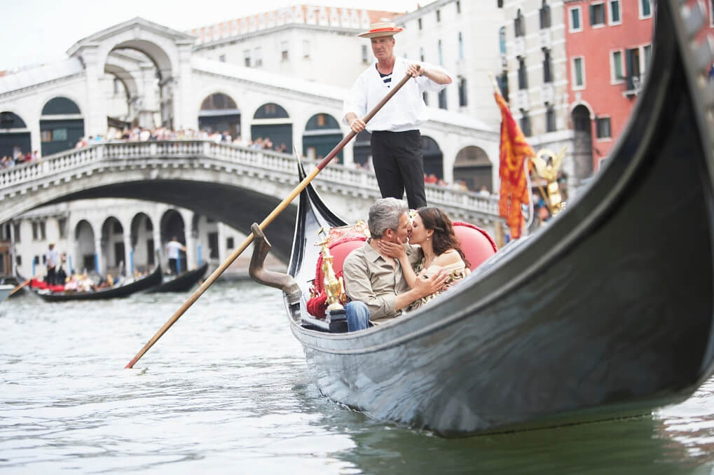 Venice couple love kiss RF