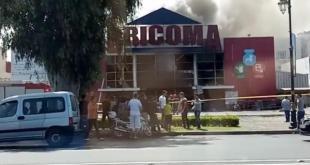 """بالفيديو والصور.. حريق ضخم يلتهم متجرا تابعا ل""""بريكوما"""" بالرباط"""