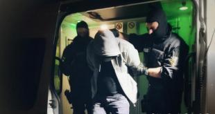 محاكمة شخص بتهمة ترك لاجئين في غابة وسط البرد القارس