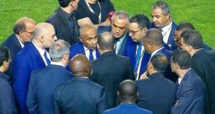 """وأخيرا رئيس """"الكاف"""" يعترف أنه تعرض للتهديد في ملعب رادس"""