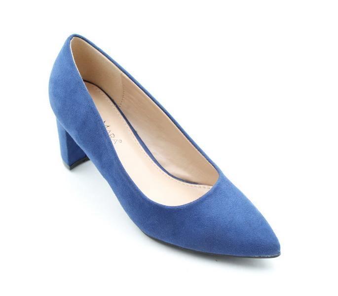 LaMara's medium heel courts