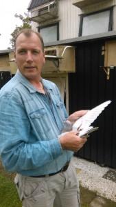 Gerard Limburg met de winnende duifedited