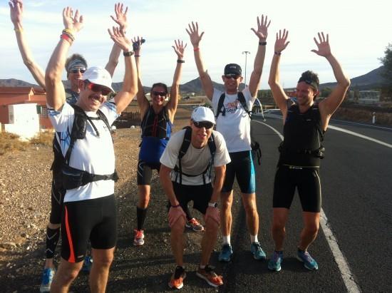 John i mitten blir hyllad efter 45,5 kilometer. Sedan lade han till 14,5 kilometer till så att klockan stannade på 60. Inte illa! Foto. privat
