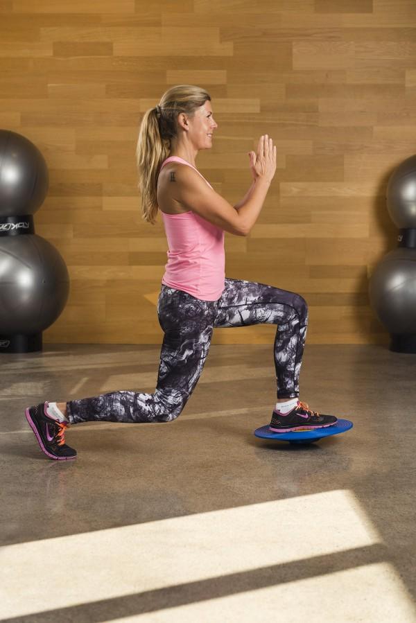 Hittar motivation till att bygga en stark kropp med PT-Camilla. Gillar till och med att vara inne i gymet nu. Foto: Hans Berggren
