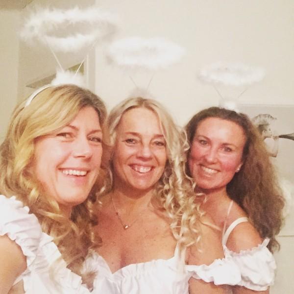 Fantastiska väninnor. Jag, Sussi och Anna på väg på party i söndags. Foto: privat