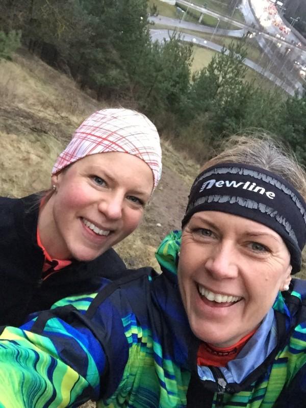 Ann-Sofie och jag efter 23 minuters backträning. Uppe på Hagatoppen! Foto: privat
